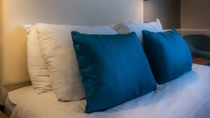 old-bridge-hotel-bedroom-pillows-hotel-rooms-central-holmfirth